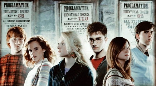 Harry Potter achtergrond possibly with a straat and a portrait entitled Hermione, Ron, Luna, Ginny, Harry, & Neville