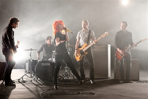 Brand New Eyes wallpaper containing a concert and a guitarist titled Ignorance Video Shoot 2(Paramore)