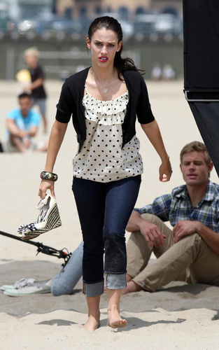 Jessica Lowndes wallpaper titled Jessica Lowndes & Trevor Donovan filming kissing scenes for 9210
