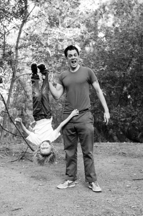 Johnny Knoxville 바탕화면 titled Johnny Knoxville's Shari MacDonald's 'Lifestyle' Photoshoot