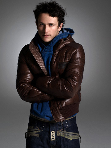 Jonathan Tucker 壁纸 possibly with an outerwear titled Jonathan Tucker