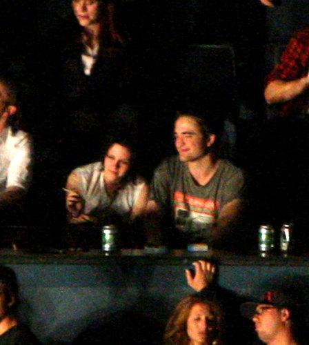 Kristen Stewart vs. Emma Watson wallpaper containing a concert called Kristen Stewart and Robert Pattinson