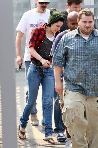 Kristen on her way to a hair salon