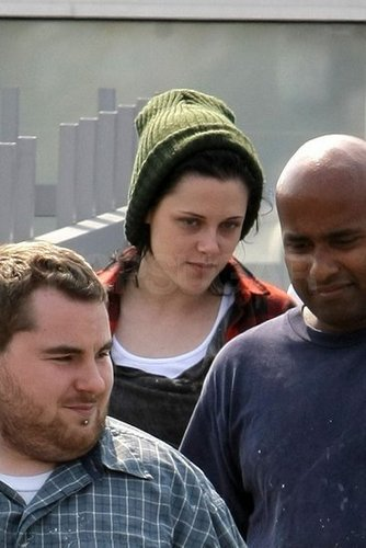 Kristen on her way to a hair salon