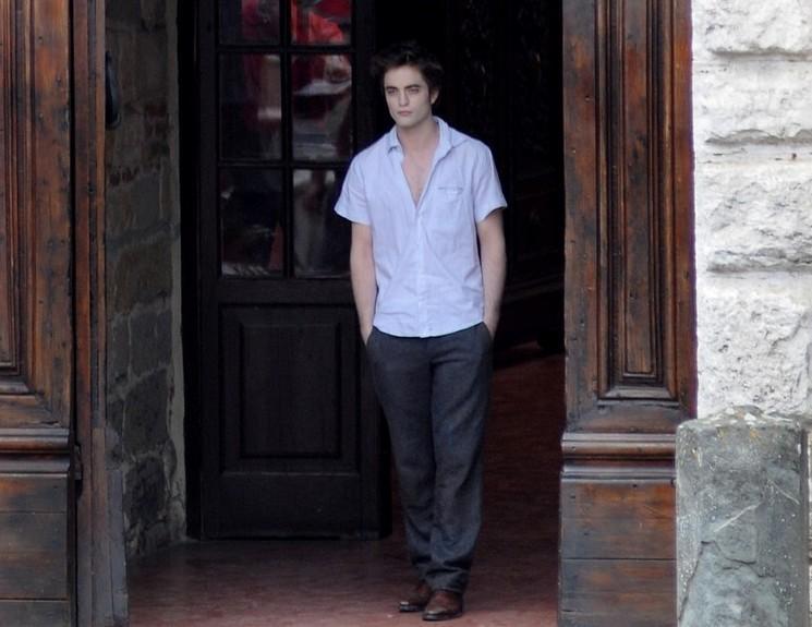 More of Rob at the New Moon set