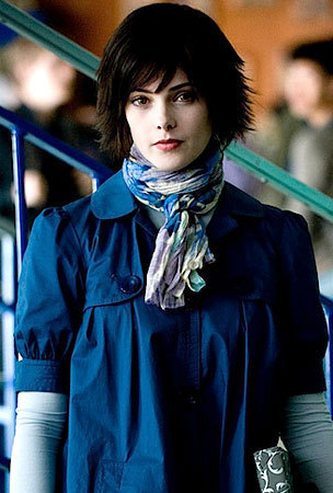 NEW PHOTO: Alice Cullen Is Looking Blue
