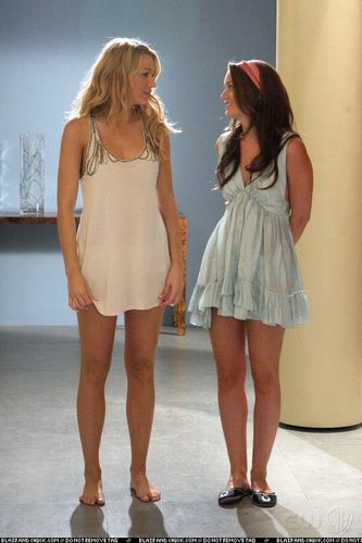 Blair Waldorf kertas dinding possibly with bare legs, hosiery, seluar panas, and hot pants called New promo stills from 2x02