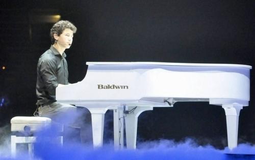 Nick. World Tour