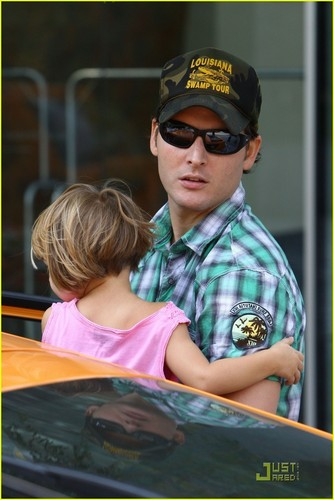 Peter Facinelli with his daughters <33