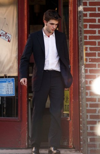 Rob looks totaly gorgeous here!