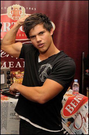 Taylor Lautner<33