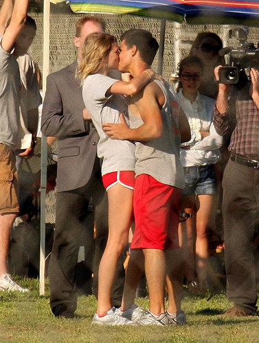 Taylor Swift& Taylor Lautner on the set