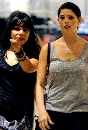 Vanessa Hudgens & Ashley Greene's Shopping तारीख, दिनांक