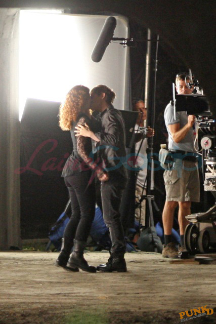 http://images2.fanpop.com/images/photos/7700000/Victoria-and-Riley-new-moon-7799845-427-640.jpg