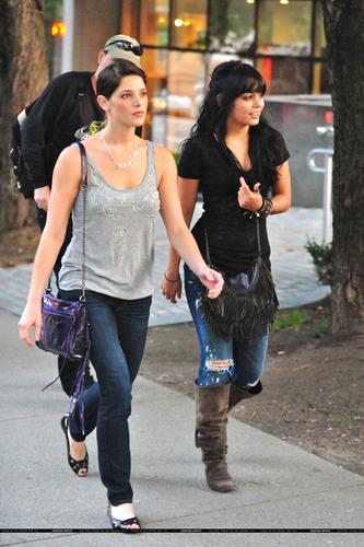 और Ashley and Vanessa
