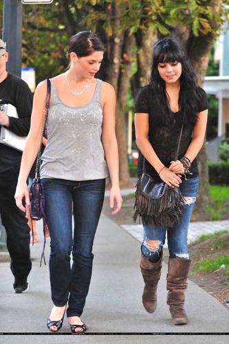thêm Ashley and Vanessa