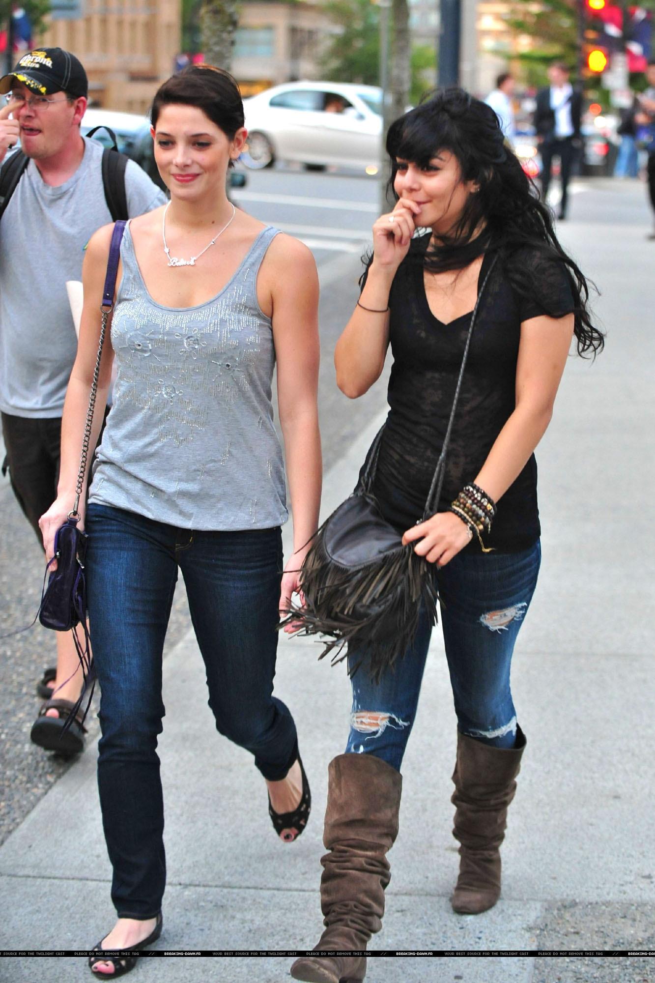 еще Ashley and Vanessa