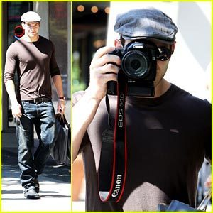 smile plss. kellan is taking a pic!!! =)