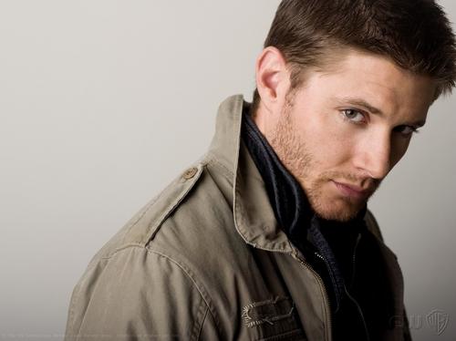 Dean Winchester achtergrond possibly with a green beret, vermoeienissen, veldtenue, and slag bij jurk called Dean <3