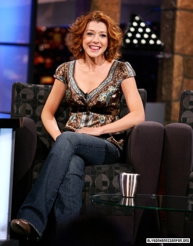 Alyson Hannigan achtergrond probably containing a family room, a drawing room, and a living room entitled Alyson