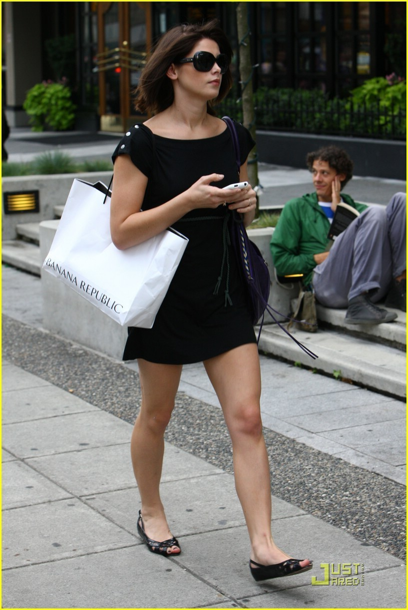 Ashley Greene is LBD Lovely