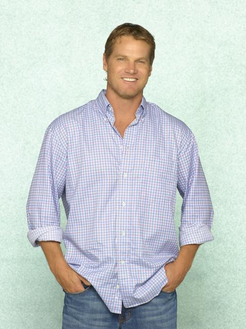 Brian furgone, van Holt as Bobby