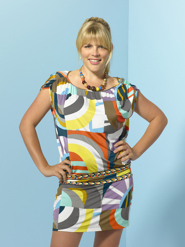 Cougar Town wallpaper entitled Busy Philipps as Laurie