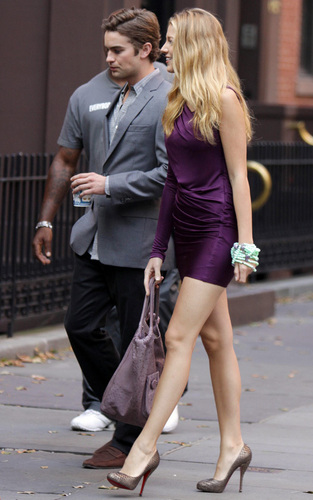 Chace Crawford and Blake Lively on the set of Gossip Girl