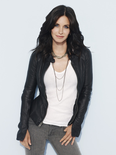 Cougar Town wallpaper with a well dressed person entitled Courteney Cox As Jules.