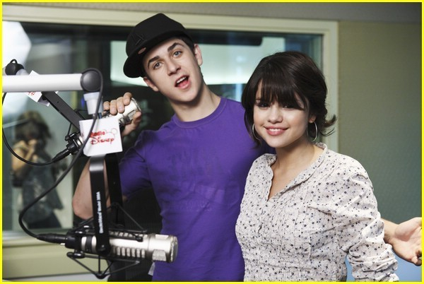 david henrie selena gomez beach. Selena Gomez and David Henrie david henrie selena gomez beach.