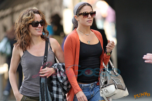 Elizabeth and Nikki taking a walk in Vancouver