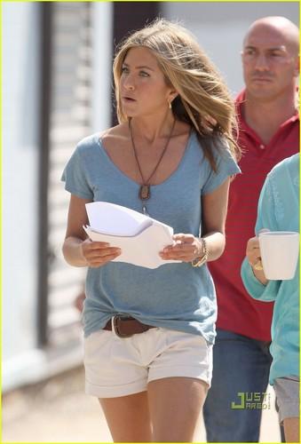 """Jennifer on set """"The Bounty"""""""