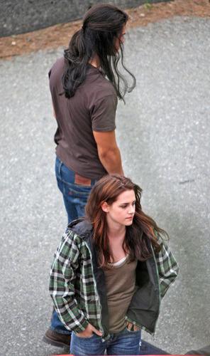 "Kristen in ""New Moon"" set"