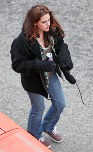 "Kristen in ""New Moon"" set"