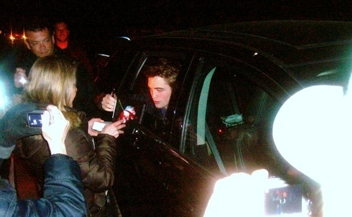 Rob signing a New Moon Book. Bigger Pic