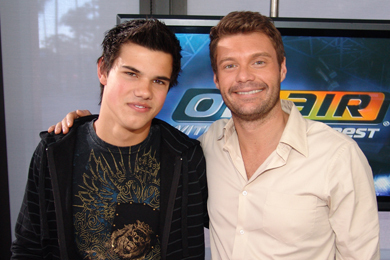 Taylor Lautner پیپر وال called Taylor At Radio Kiis FM, Nov 08