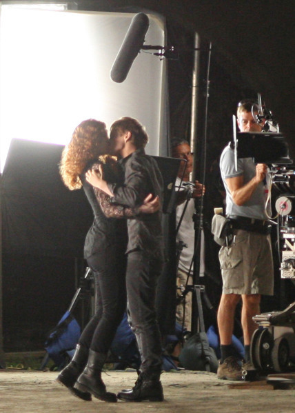 Victoria & Riley. That is Bryce Dallas Howard, and they r trying to make her look like Rachelle!