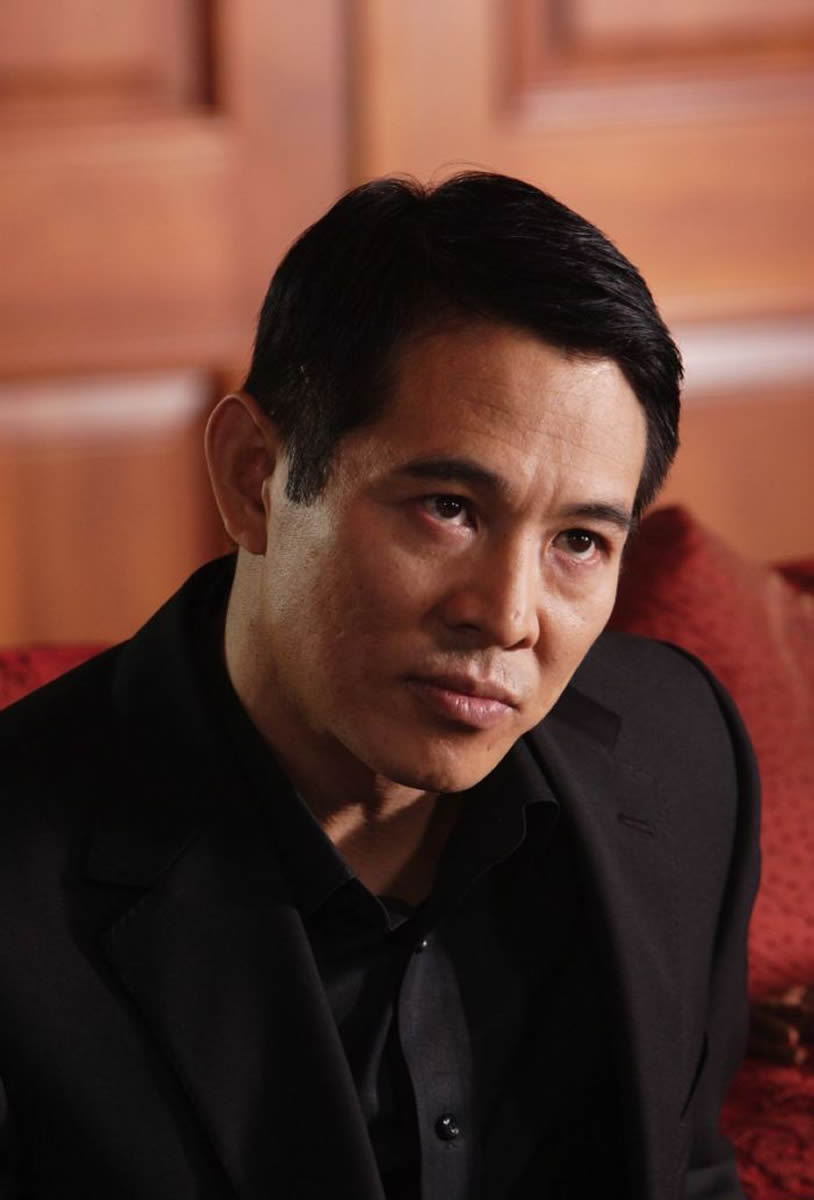 http://images2.fanpop.com/images/photos/7800000/War-jet-li-7834575-814-1200.jpg