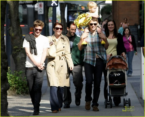 bryce dallas howard with husband seth gabel, son theodore and costar Xavier