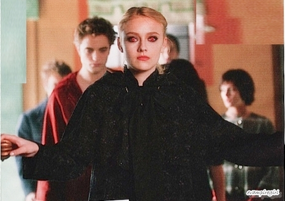 http://images2.fanpop.com/images/photos/7800000/meet-the-volturi-twilight-series-7886670-567-400.jpg