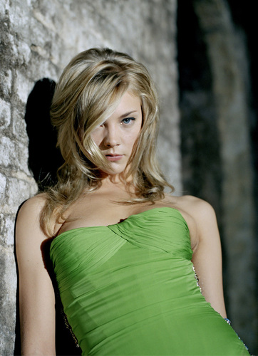 Natalie Dormer wallpaper probably containing a dinner dress, a cocktail dress, and a strapless titled natalie dormer
