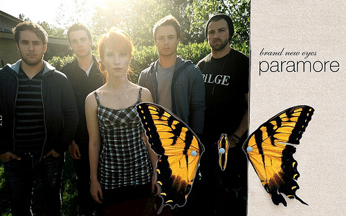 paramore fondo de pantalla possibly with a sign entitled <3 bRand new eYes