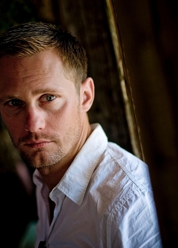 Alexander Skarsgård achtergrond probably containing a portrait called Alexander Skarsgård