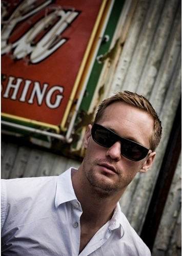 Alexander Skarsgård 壁纸 with sunglasses titled Alexander Skarsgård