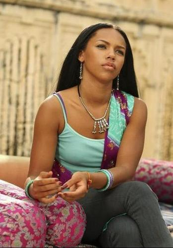 Aqua (Kiely Williams)
