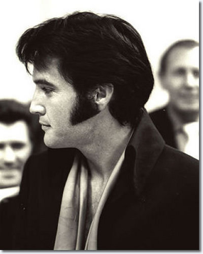 elvis presley fondo de pantalla probably containing a business suit and a portrait called Elvis 1969