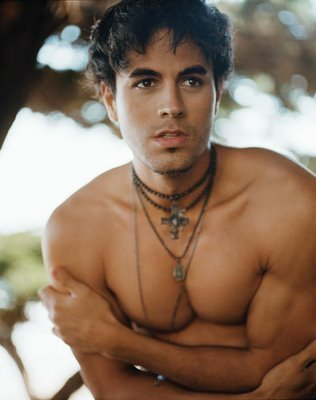 http://images2.fanpop.com/images/photos/7900000/Enrique-Iglesias-enrique-iglesias-7900965-316-400.jpg