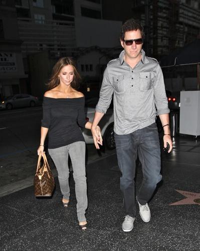 Jamie&Jennifer پیپر وال with long trousers entitled J&J