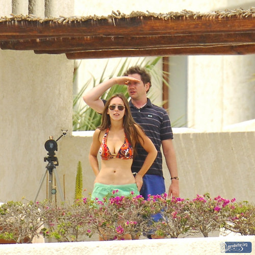 Jamie&Jennifer پیپر وال containing a bikini titled J&J