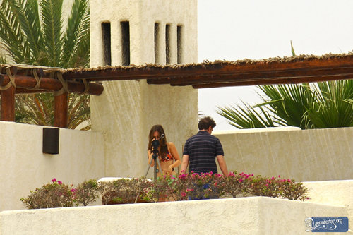 Jamie&Jennifer پیپر وال probably with a granary, a resort, and a living room called J&J